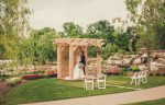 Couple getting married at Le Petit Pavilion wedding venue at Pillar & Post Hotel in Niagara-on-the-Lake