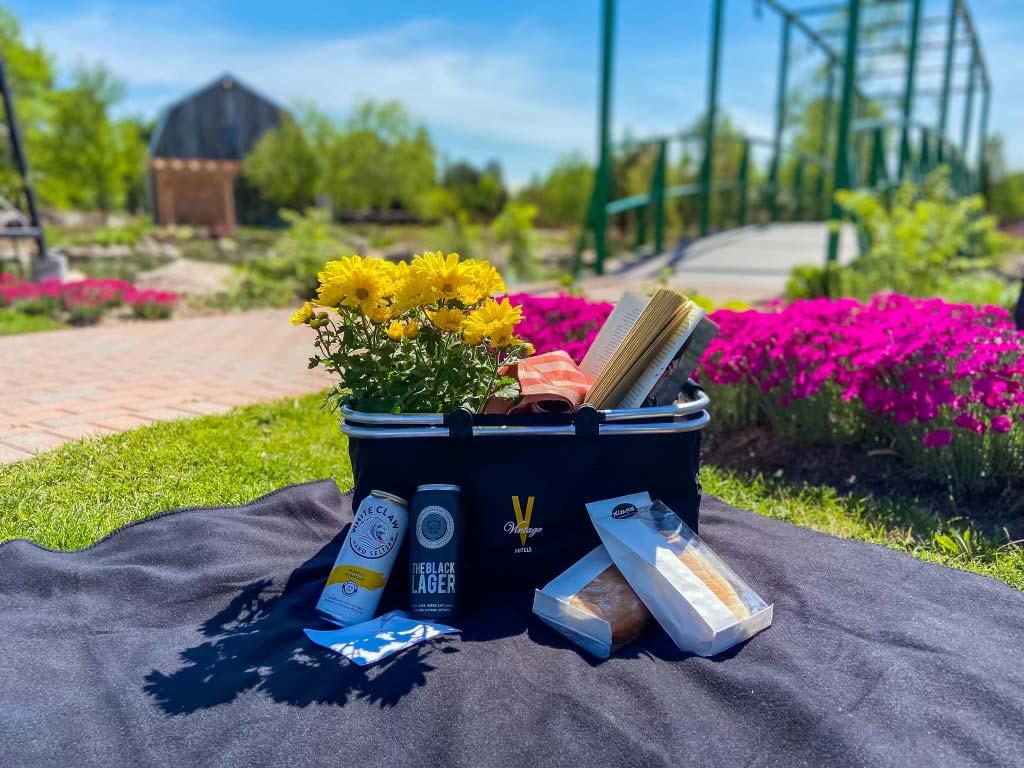 Perfect picnics spot in Niagara-on-the-Lake – The Gardens at Pillar and Post